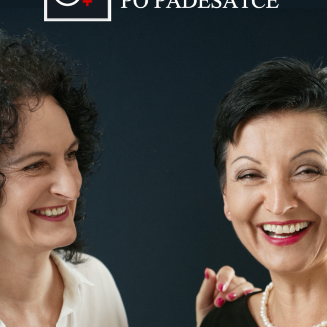 dvě ženy na černém pozadí